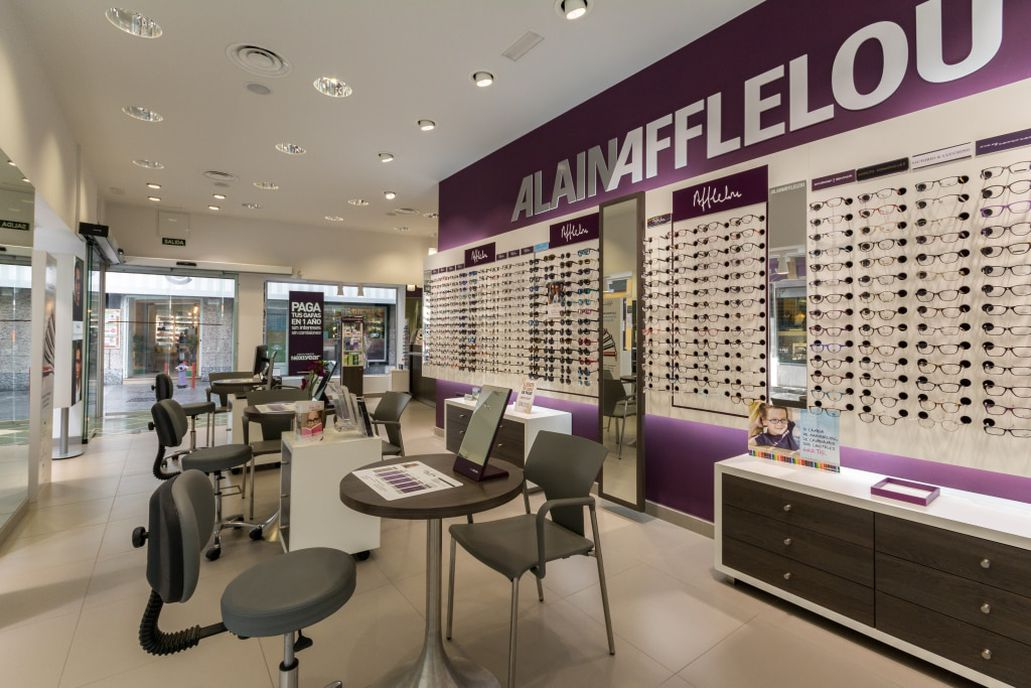 1f90654d56 Pide cita en tu óptica para una revisión visual premium o para descubrir  nuestras gafas. ¡No esperes más!